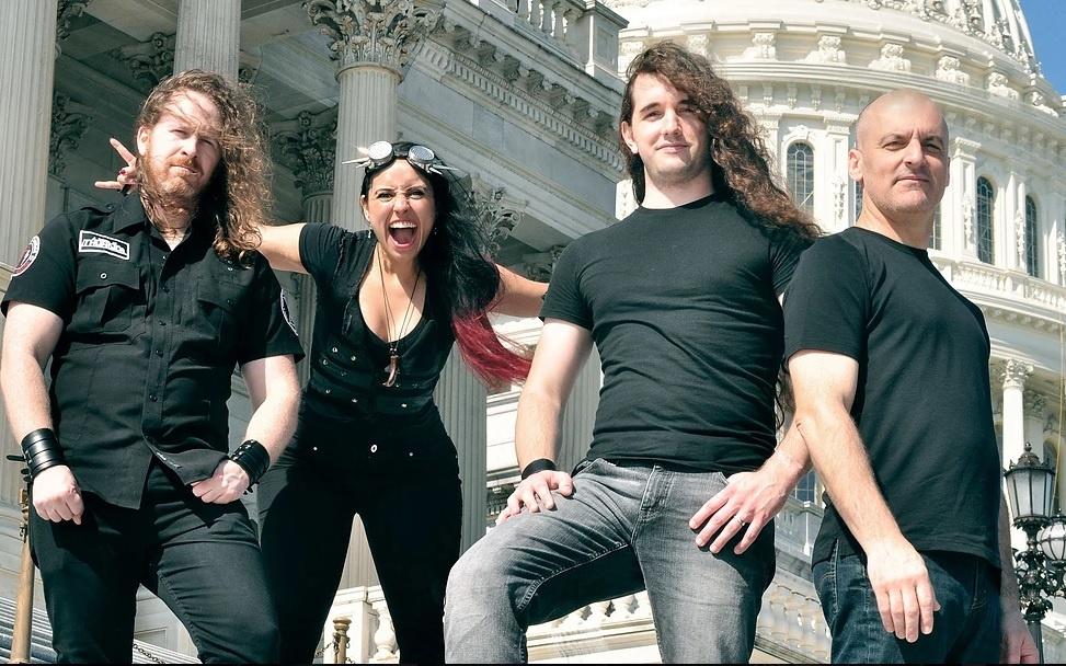 Votar per la festa Nina Osegueda: los heavys tambien cantan 'Els Segadors'