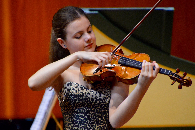 Votar per la festa Inés Issel: la joven virtuosa del violín